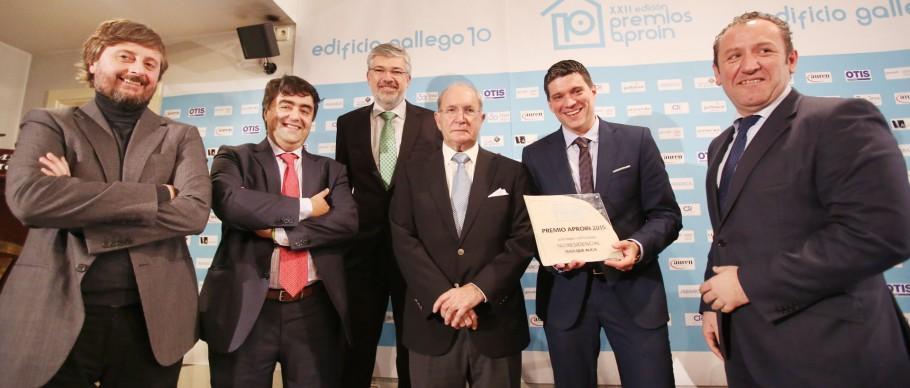 directivos de Civis Global y Máis que Auga junto al presidente del jurado, Luis Espada Recarey, en el centro.