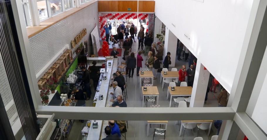 Zona de acceso al nuevo mercado de Progreso de Vigo, desde el ascensor panorámico instalado tras las obras de remodelación.