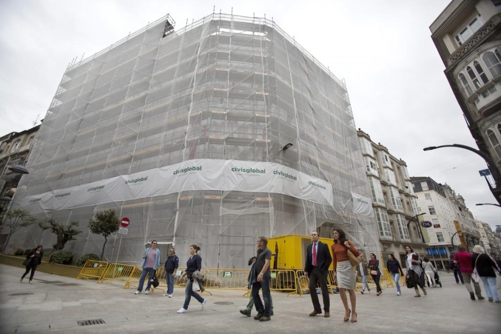 A fachada en obras do edificio que será la sede oficial para el Celta de Vigo.
